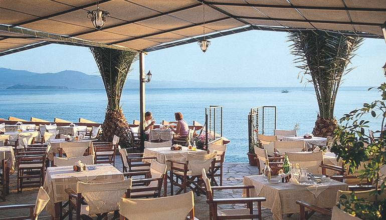 Triena (Triaina) Restaurant of Molivos (Molyvos) beach right in the heart of Molivos :: Lesvos island, Greece